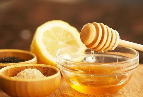 cách tẩy lông chân bằng chanh tươi và mật ong