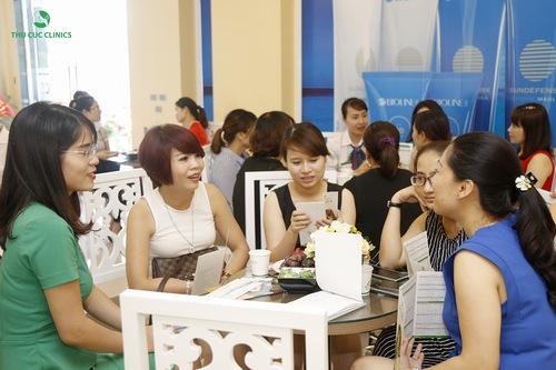 Khách hàng tấp nập đến tư vấn tại Thu Cúc Clinic Bắc Giang