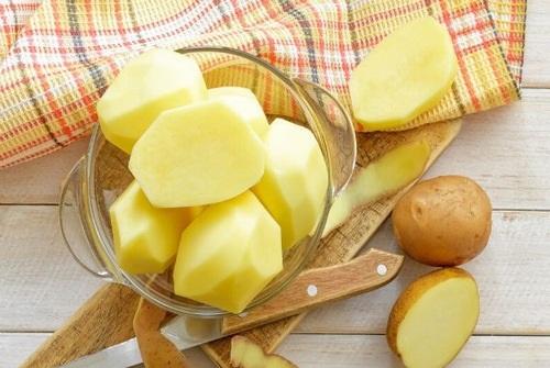 Triệt lông chân tại nhà bằng khoai tây