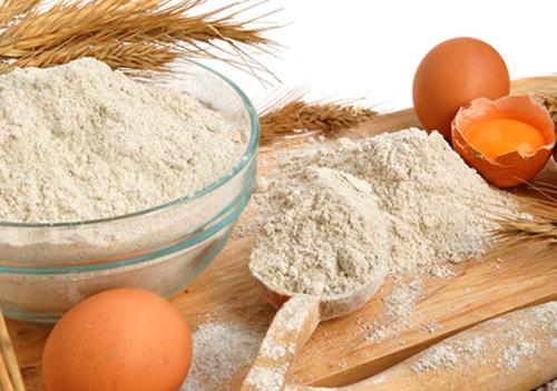 Triệt lông nách bằng bột mì và trứng gà