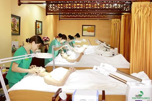 khách hàng trị mụn tại Thu Cúc Clinics