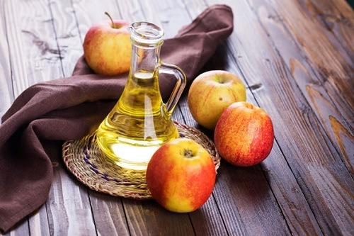 tẩy lông bằng giấm táo
