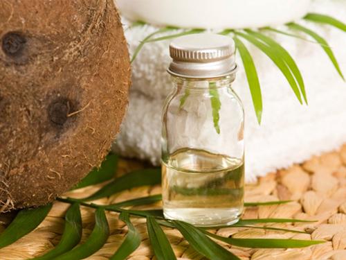 Tẩy lông bằng dầu dừa