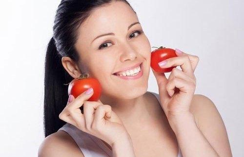 4 công thức tẩy ria mép hiệu quả cho bạn gái