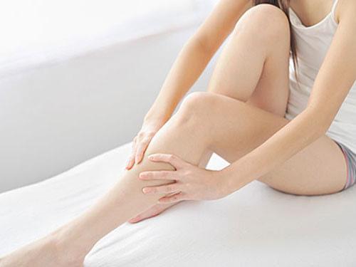 trị viêm nang lông ở chân