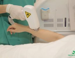 Cách trị viêm nang lông ở chân