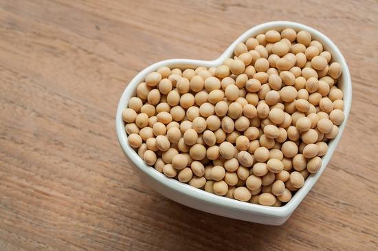 Các sản phẩm từ đậu nành trước nay vẫn được dùng nhiều để làm giảm sự phát triển của nang lông trên cơ thể.