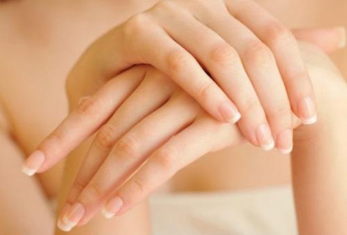 Waxing bằng sữa không chỉ làm sạch lông mà còn làm sáng da.