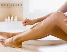 2 cách tẩy lông chân bằng đường rất đơn giản