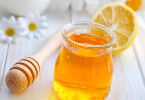 Kết hợp chanh và mật ong là cách làm rụng lông mặt tự nhiên rất hiệu quả.