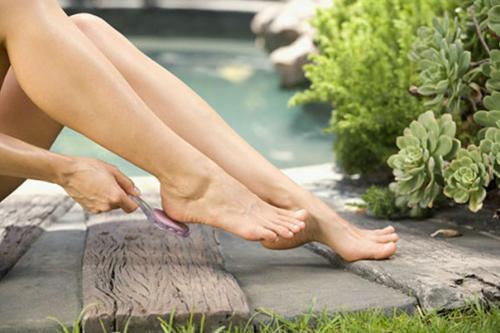 Trị lông chân bằng đá mài tại nhà vừa an toàn, vừa đem lại hiệu quả điều trị khá cao.