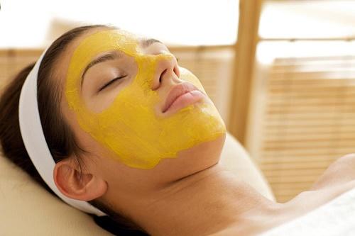 Cách tẩy ria mép an toàn với bột nghệ đem lại hiệu quả nhanh chóng.