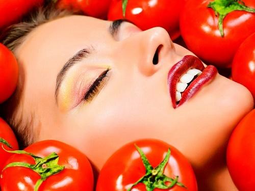 Cà chua đăp mặt nạ còn có thể tẩy ria mép mà không hề gây hại cho vùng da xung quanh mép.