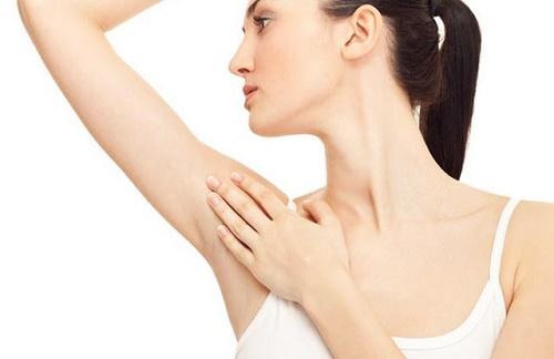 Thoa gel cạo lông là cách ức chế mọc lông trên da rất hiệu quả chị em có thể áp dụng.