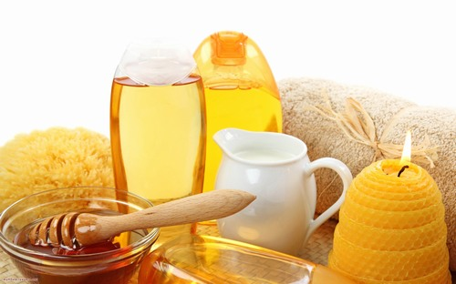 Thành phần trong cả chanh và sáp ong đều có tác dụng khiến lông yếu và rụng đi một cách tự nhiên mà không gây cảm giác đau đớn.