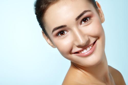 Lông trắng mọc trên má và cách khắc phục hiệu quả