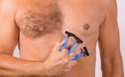 Nam giới thường cạo lông hoặc áp dụng các biện pháp tự nhiên.