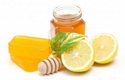 Chanh mật ong giúp bạn làm mềm các sợi lông hiệu quả.