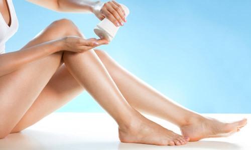 Dưỡng ẩm là thao tác cần thiết để làn da trở nên dịu hơn, mềm mịn hơn sau khi triệt lông.