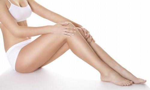 Nếu không vệ sinh da đúng cách, vùng da chân mới triệt lông của bạn sẽ dễ mắc phải các bệnh như viêm da, viêm nang lông.