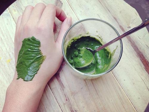 Bột đậu xanh kết hợp với nghệ giúp làm tẩy lông hiệu quả.