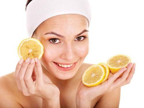Cà chua sẽ giúp tái tạo da, loại bỏ violong, thúc đẩy quá trình trao đổi chất.