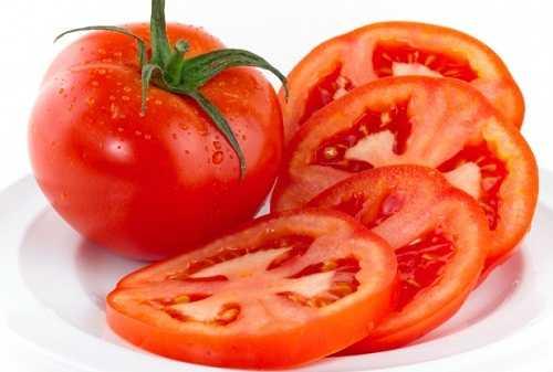 Cà chua giúp bạn hỗ trợ tẩy lông an toàn được nhiều người ưa chuộng.