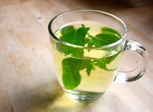 Tình trạng lông sẽ được cải thiện đáng kể khi bạn uống 2 cốc trà bạc nhà mỗi ngày.