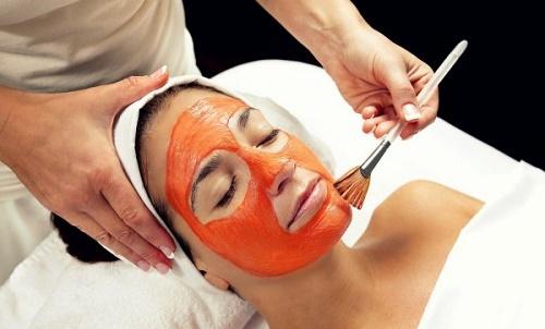 Cà chua rất giàu vitamin nên giúp làm sạch da, tẩy tế bào chết hiệu quả.