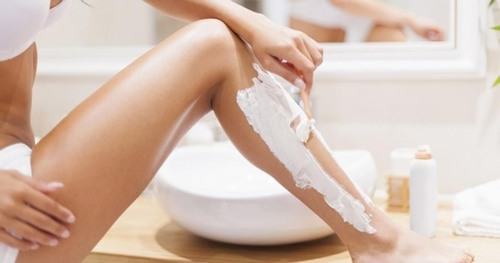 Nhiều nghiên cứu đã chỉ ra rằng kem đánh răng có chứa nhiều chất có khả năng làm rụng sợi lông trên da như CaF2, SnF2...