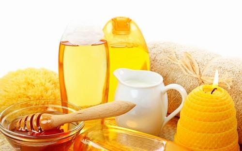 Tính sát khuẩn, kháng viêm của mật ong sẽ giúp tiêu diệt vi khuẩn gây bệnh viêm nang lông để điều trị khỏi bệnh viêm nang lông.