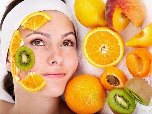 Nước cốt chanh có chứa các thành phần dưỡng chất, đặc biệt là vitamin C có tác dụng loại bỏ các hắc tố gây sạm da.