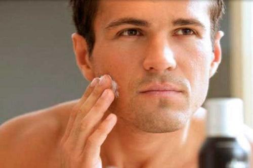 Chất triglyxerides trong mỡ trăn sẽ giúp râu mềm ra và suy yếu đi theo thời gian.