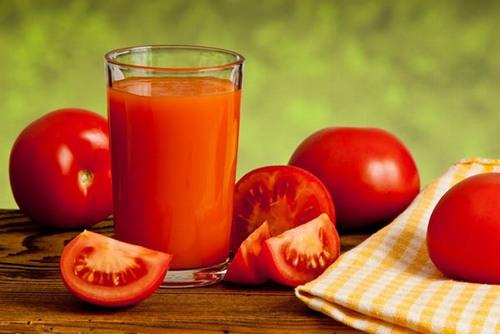 Cà chua có rất nhiều công dụng với việc làm đẹp của chị em phụ nữ.