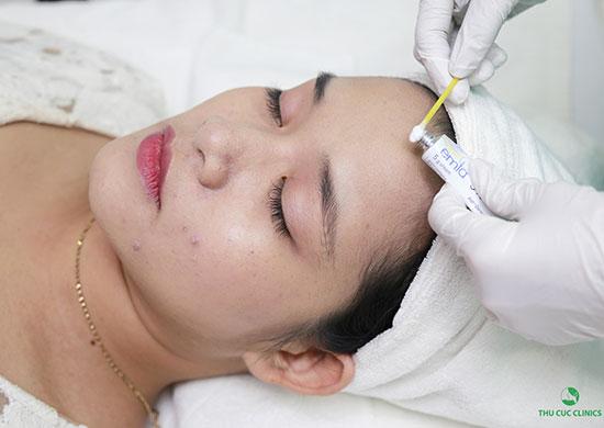 Thu Cúc Clinics đang ứng dụng đa dạng các phương pháp điều trị viêm nang lông, kết hợp sử dụng mỹ phẩm cao cấp