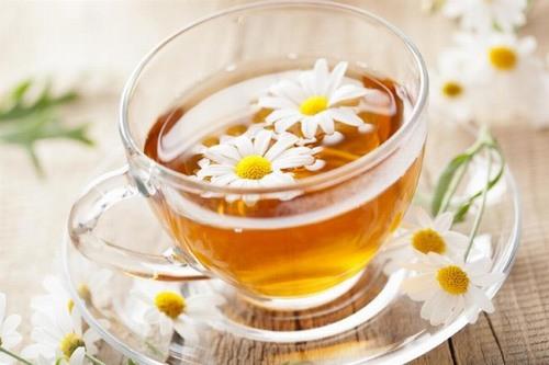 Hoa cúc được sử dụng nhiều để tự triệt lông tại nhà