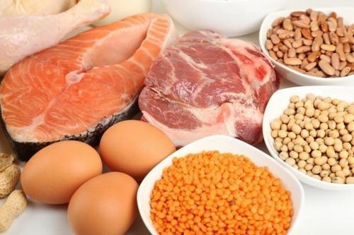 Nếu muốn ức chế lông mọc, bạn cần tăng cường vitamin B6 cho cơ thể. Loại vitamin này có nhiều trong thịt, cá, trứng, sữa, bắp cải, cà rốt, dưa hấu.