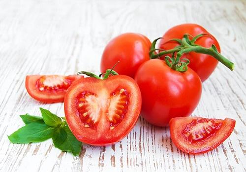 Cách triệt lông nách biến mất vĩnh viễn cà chua được đông đảo chị em ưa chuộng.