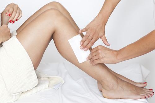Làm thế nào để wax lông bớt đau rát