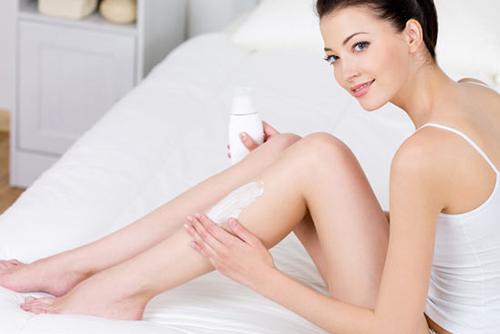 Dùng kem tẩy lông còn có nhiều nhược điểm khác như gây bít tắc lỗ chân lông,...