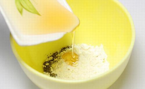 Mật ong, bột mì và bơ là công thức triệt lông được khá nhiều chị em phụ nữ yêu thích