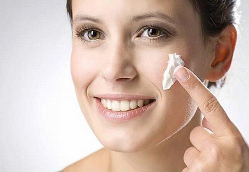 Bật mí mẹo nhỏ chăm sóc da sau khi triệt lông vĩnh viễn dành cho chị em là không nên sử dụng mỹ phẩm.