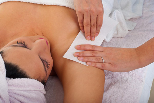 Dị ứng da là một trong các bệnh thường gặp do tẩy lông không đúng cách bằng các phương pháp tự nhiên tại nhà.
