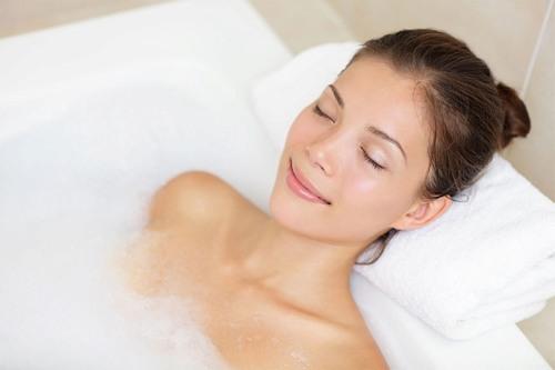 Không tắm nước nóng và sữa tắm ngay sau khi triệt lông