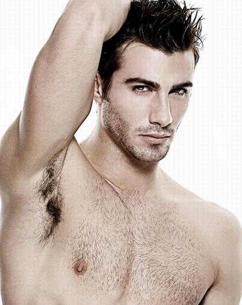 Khi bạn cạo lông nách hay bất cứ vùng nào trên cơ thể thì lông mọc trở lại cứng hơn, đen hơn và rậm rạp hơn.