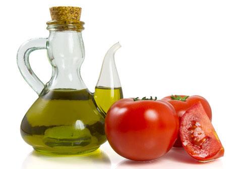 Hàm lượng vitamin E trong dầu ô liu sẽ giúp cân bằng độ ẩm và các dưỡng chất cần thiết cho da.