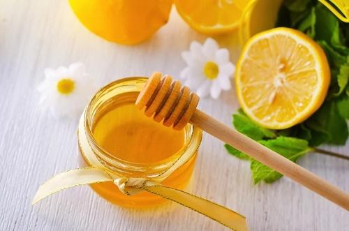 Hỗn hợp mật ong và chanh giúp loại bỏ lông mặt hiệu quả, bổ sung vitamin cho da khỏe mạnh.