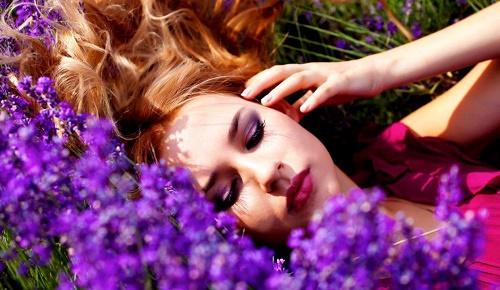 Sử dụng thường xuyên tinh dầu hoa oải hương có thểgiúplông mềm, mượt hơn.