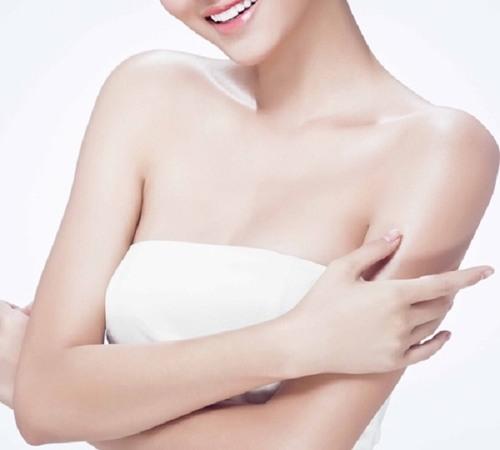 Lông ngực phụ nữ giải mã điều gì 3