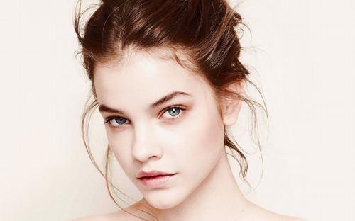 Lông mày không chỉ là ngũ quan quan trọng trên khuôn mặt, góp phần làm khuôn mặt thêm sắc nét, cuốn hút mà còn có chức năng ngăn chặn mồ hôi, bụi bẩn vào mắt.